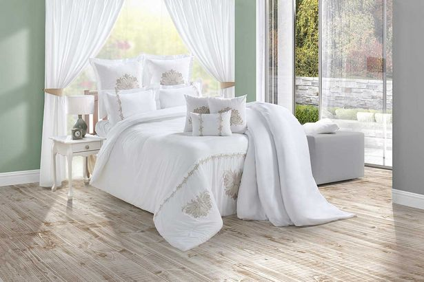 Diana 5-piece Deluxe comforter set (Queen) - White offers at R 2299,99